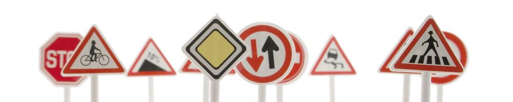 Toute la signalétique et panneaux de signalisation